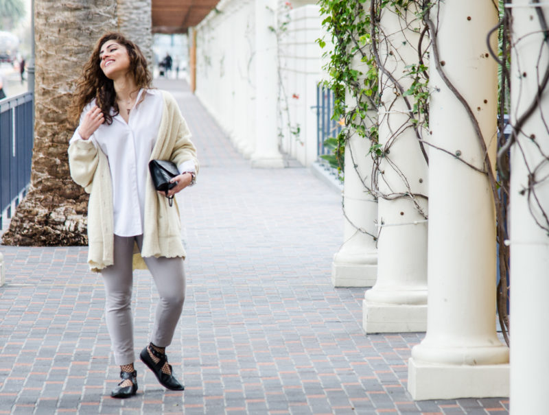 how to wear a white button down blouse